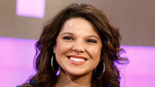 Amy Duggar King Proudly Shows Off Baby Bump at 19 Weeks Pregnant: 'I See You!'