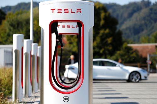 Tesla Will Roll Out Next Generation Supercharger in 2019