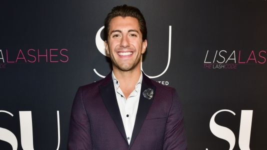 'Bachelorette' Alum Jason Tartick Receives Backlash For Asking Women To Put Their 'Boobs And Butt Away On Instagram'