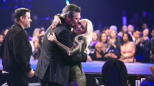 Gwen Stefani And Blake Shelton Packed On The PDA All Night At The PCAs And The Photos Are So Cute