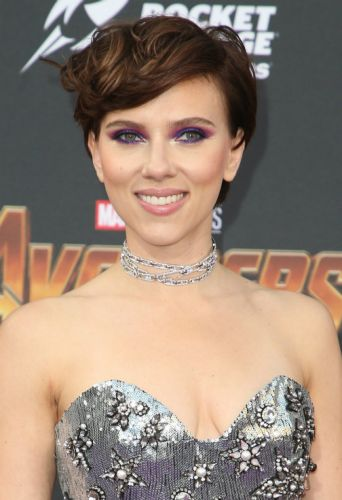 Scarlett Johansson Just Debuted A Beautiful Brunette Pixie Cut