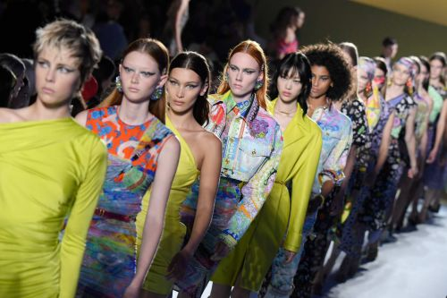Versace to Hold Pre-Fall Show in New York