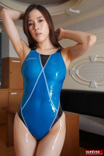 Wetswimsuitsextoy: She new hostess and want more fun in club pool now!!💙🈹💙🈹💙😜😜😜😜
