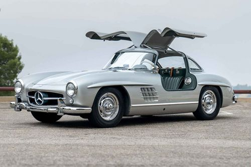 """Geared Online Presents The 1957 Mercedes-Benz 300 SL """"Gullwing"""" For Auction"""