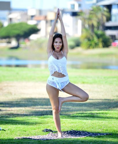 Farrah Abraham Does Yoga While Rocking a Lacy Workout Set in Santa Monica