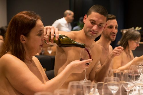Paris' first naked restaurant, O'Naturel, can't get butts in seats