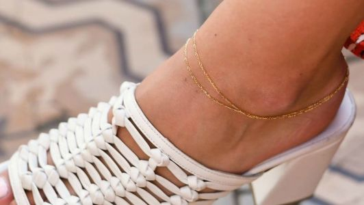 21 Anklets That Will Convince You to Actually Wear an Anklet