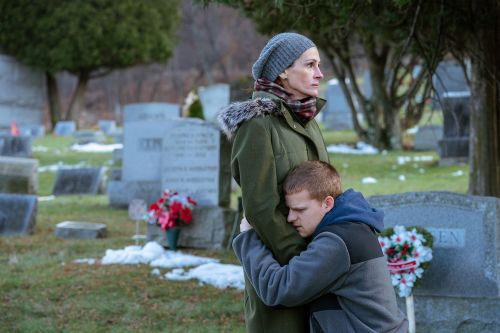 Julia Roberts is fighting for her addict son's life in 'Ben is Back'