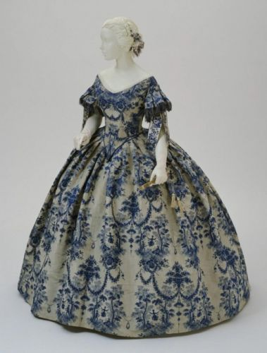 Fashionsfromhistory: Evening Dress c.1850-1855 During the 1850s