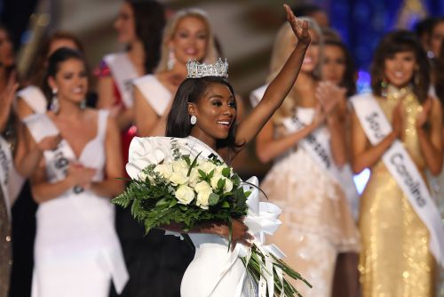 Miss America loses swimsuits and ratings