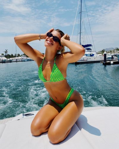 Sofia Richie Heats Up the Beach in Sexy Bikini Photos in the Bahamas: 'Pigs in Paradise'