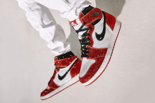 """Dan Life to Give Away Air Jordan 1 """"Chicago"""" Encrusted with 15,000 Crystals"""