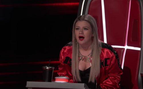 'The Voice' Contestant Claims Kelly Clarkson Once Kicked Him In The Back Of His Head
