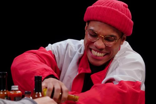 """Anderson .Paak Talks About his """"Trainwreck"""" Opening Show for Beyonce on 'Hot Wings'"""