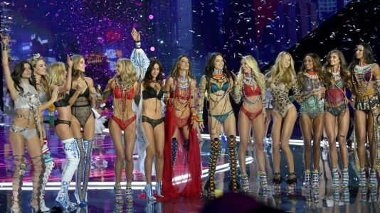 Here's Every Model Walking in the 2018 Victoria's Secret Fashion Show