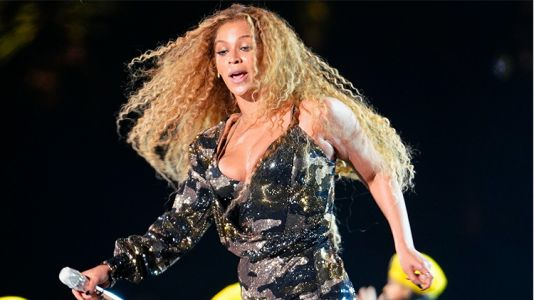 Queen Beyoncé Saves Herself From a Major Wardrobe Malfunction at Coachella