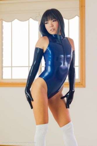 Wetswimsuitsextoy: Many dance girl prefer rubber show for the glam!!💙😜💙😜💙😜🎈🎈🎈