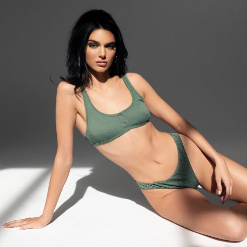 2000s Vibes! Kendall Jenner Stuns in a Green Floral Bikini While Flaunting Her Abs With a Belly Chain