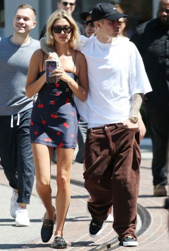 Hailey Baldwin Posts a Sweet Anniversary Tribute to Hubby Justin Bieber: '1 Year'