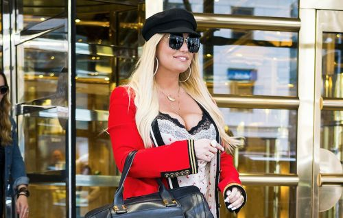An Unfortunate Wardrobe Malfunction Has Fans Speculating That Jessica Simpson Could Be Pregnant