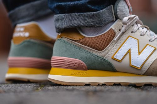 "New Balance Drops 574 Sneaker in ""Brown/Beige"" Colorway"