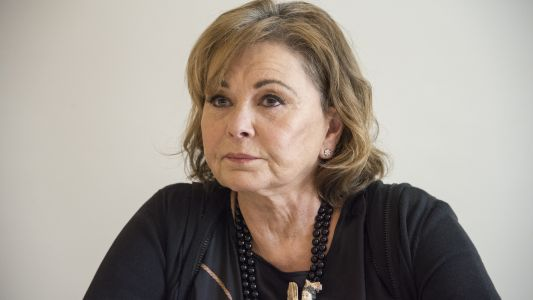 """Roseanne Barr Lashes out Over Valerie Jarrett Racist Tweet: """"I Thought the B*tch Was White!"""""""