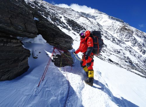 This Canadian Mountain Climber Had to Summit Mount Everest in Men's Gear