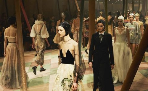 Fashion rolls up for Dior's chic strongwoman circus