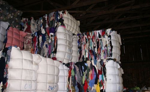 Recycling bursting at the seams: Used clothing industry is buried in textile waste