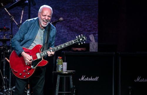 Peter Frampton concert review: Classic rocker bids NYC farewell