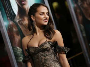Male Film Critic Sparks Outrage For Pointing Out 'Lack Of Curves' In New Tomb Raider