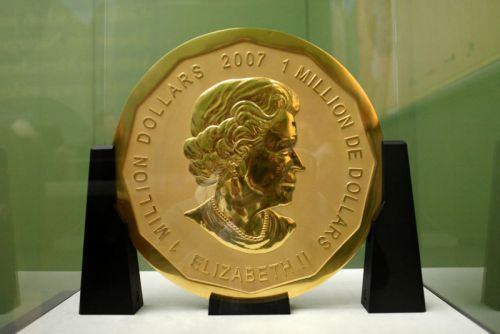 Suspects Accused of Stealing Bode Museum's 220-Pound Gold Coin Go on Trial