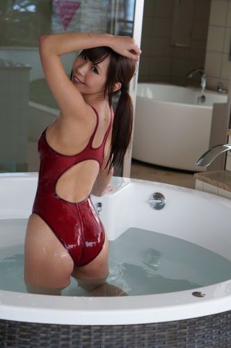 Kateslips: I well like splash fun in tub before I meet my buddy for swim!!