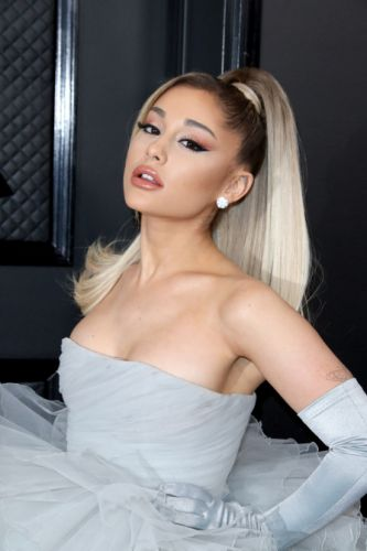 OMG-Ariana Grande Just Hit the Grammys Red Carpet With Blonde Hair