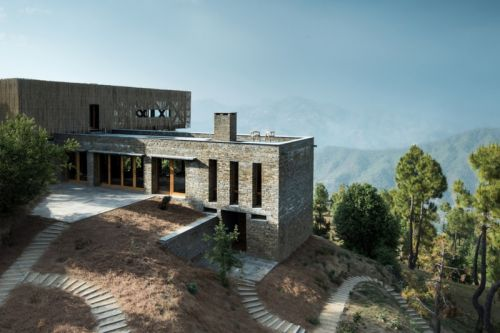 The Kumaon Hotel Offers Some of the World's Most Incredible Views