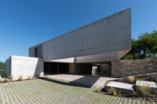 Argentina's mq2 House Is a Brutalist Retreat