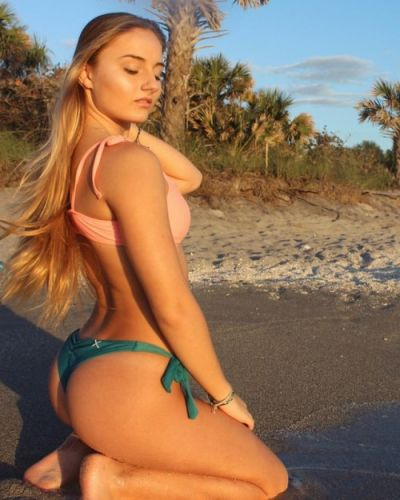 Boutinela:Sunsets in boutinela ☀️ babe wearing the peach