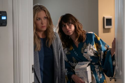 'Dead to Me' & the Feminist Rise of Women Who Commit Crimes on TV