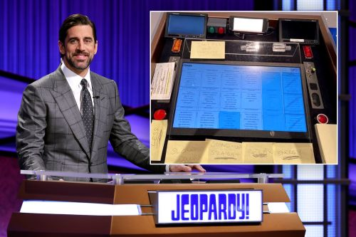 'Jeopardy!' host Aaron Rodgers' note to self: 'Don't pick your nose'