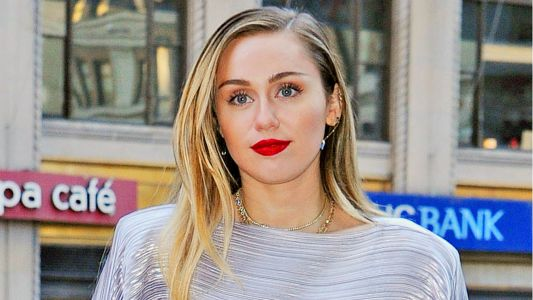 Miley Cyrus Looks Super Chic As She Steps Out In New York City: See Photos!