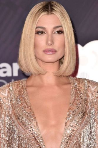 Hailey Baldwin Is Glowing in GoldBAZAAR's beauty expert