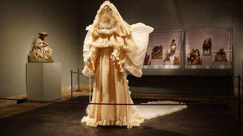 """Jeannepompadour: """"Heavenly Bodies: Fashion and the Catholic"""