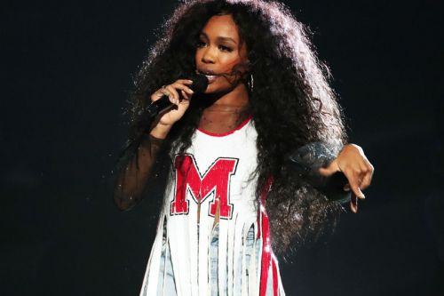 """SZA Throws III Points Festival Back to 1998 with """"Kiss Me"""" Cover"""