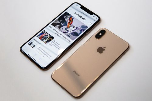 Users Report iPhone XS and XS Max Has Poor Cellular & Wi-Fi Reception