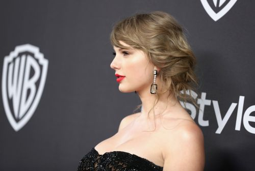 Taylor Swift Sparks Boob Job Rumors At The 2019 Golden Globes