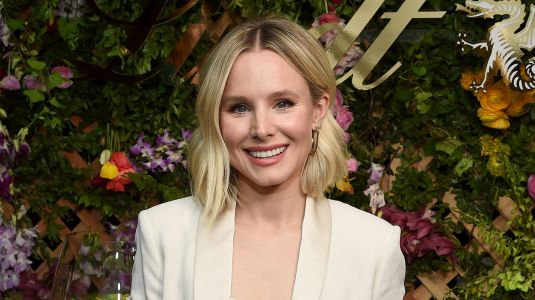 Kristen Bell Attempts to Take a Steamy Beach Video and It Turns Relatable