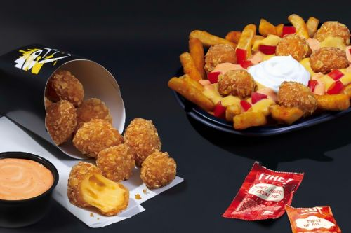 Taco Bell Introduces Crispy Cheese Dippers and Nacho Fries