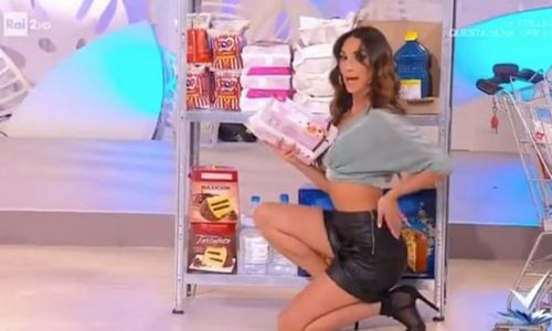 For your next Lidl trip: a TV host teaches you how to 'shop in a sexy way'