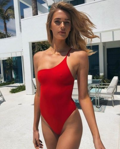 Babe-in-leotard:One red strap