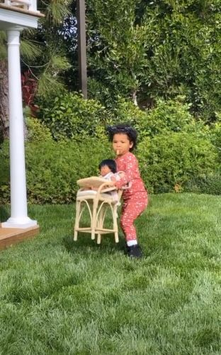 'Independent' True Thompson Hilariously Refuses Khloe Kardashian's Offer to Help Carry Her Toys